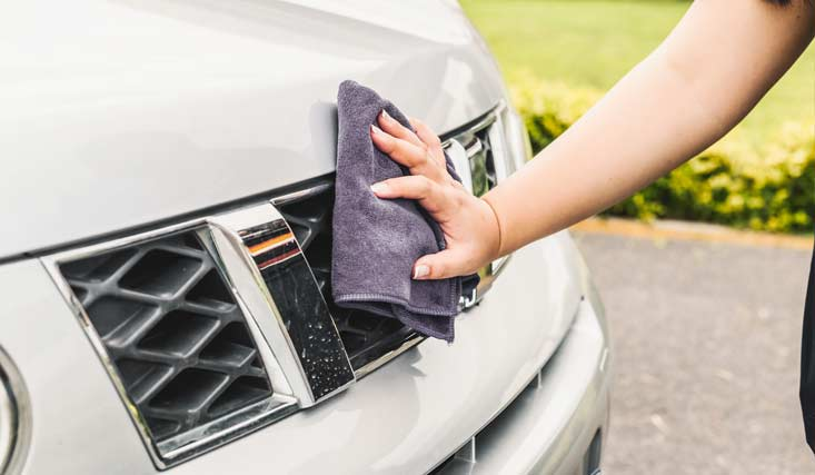 Pulir faros de coche limpieza