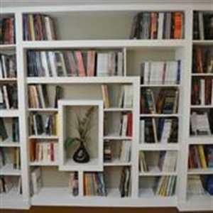 librería de cartón yeso